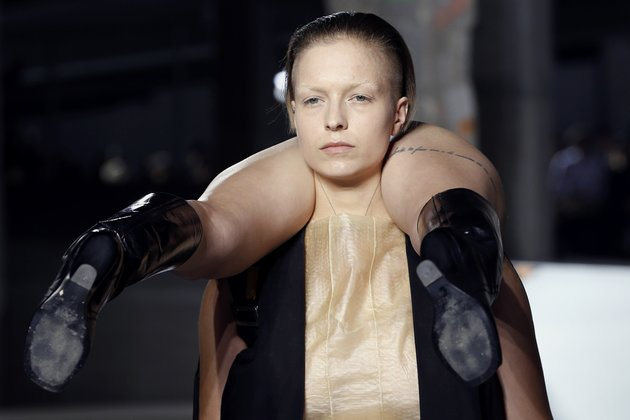 Models present creations by Rick Owens during the 2016 Spring/Summer ready-to-wear collection fashion show, on October 1, 2015 in Paris. AFP PHOTO / FRANCOIS GUILLOT (Photo credit should read FRANCOIS GUILLOT/AFP/Getty Images)