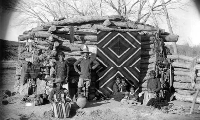Navajo_winter_hogan